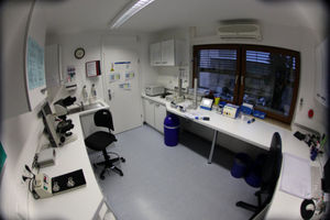 Blick in das Labor der Erlanger Samenbank.
